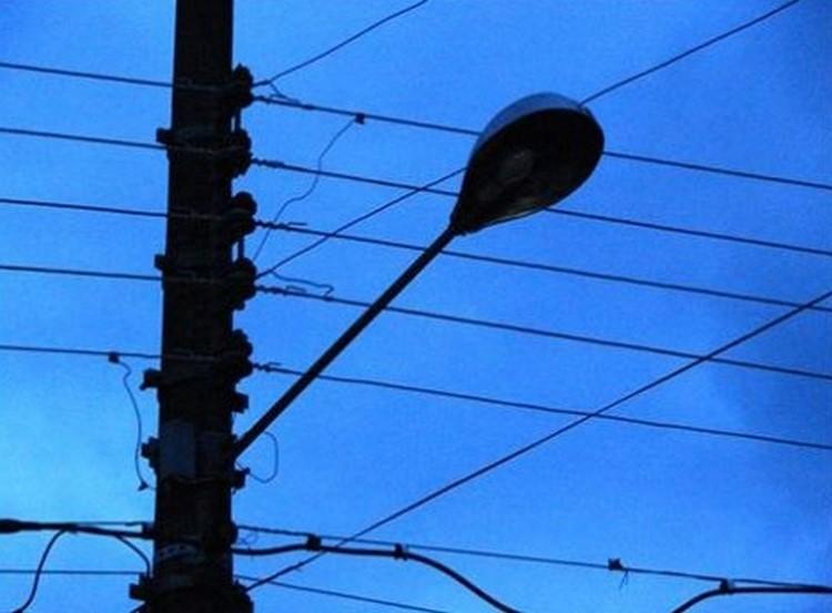 Problemas na iluminação gera queixas de moradores do Centro e de Amparo