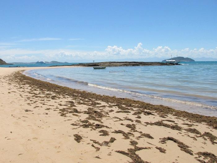 Praia vazia em Búzios: reflexo da pandemia (Reprodução da web)