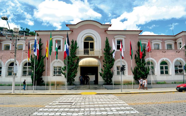O Palácio Barão de Nova Friburgo: corrida à cadeira número 1 (Foto: Henrique Pinheiro)
