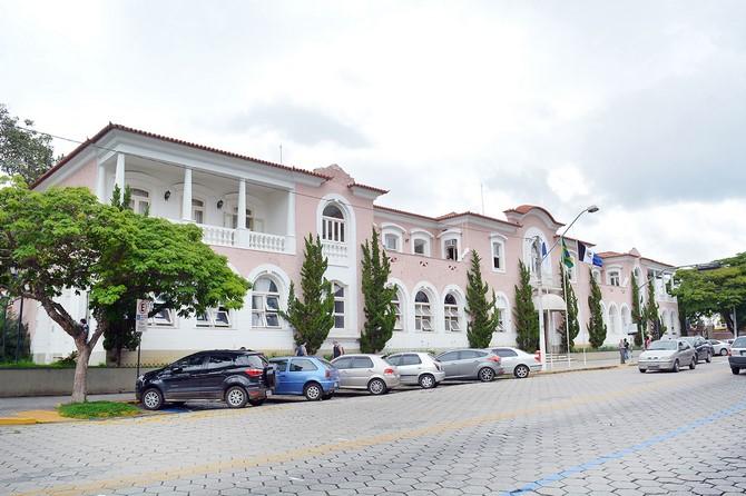 Prefeitura convoca 16 aprovados no concurso de 2015
