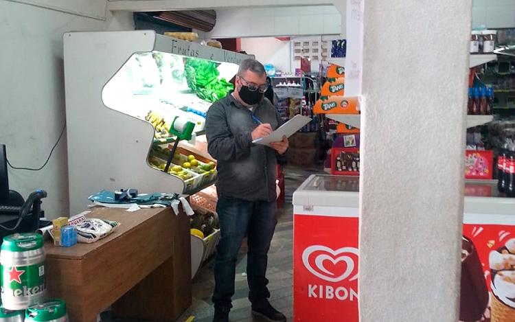 Fiscalização do Procon e pequeno comércio de Friburgo (Arquivo AVS)