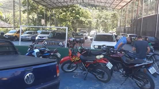 A quadra lotada de carros (Foto de leitor)