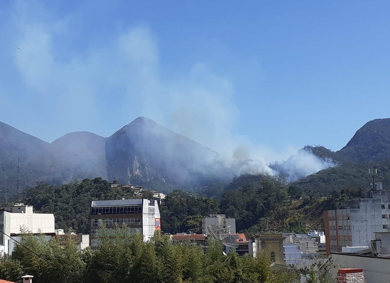 Fogo na mata no início desta semana (Foto: Adriana Oliveira)