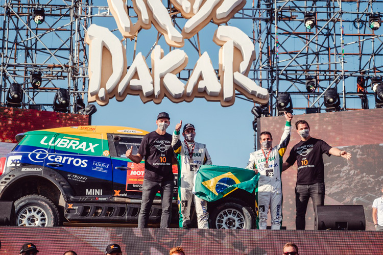 Pilotos brasileiros fazem história no maior rally do mundo