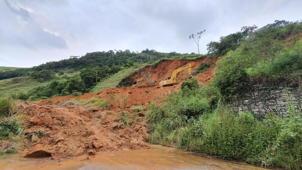 O desmoronamento na Serramar (Arquivo AVS)