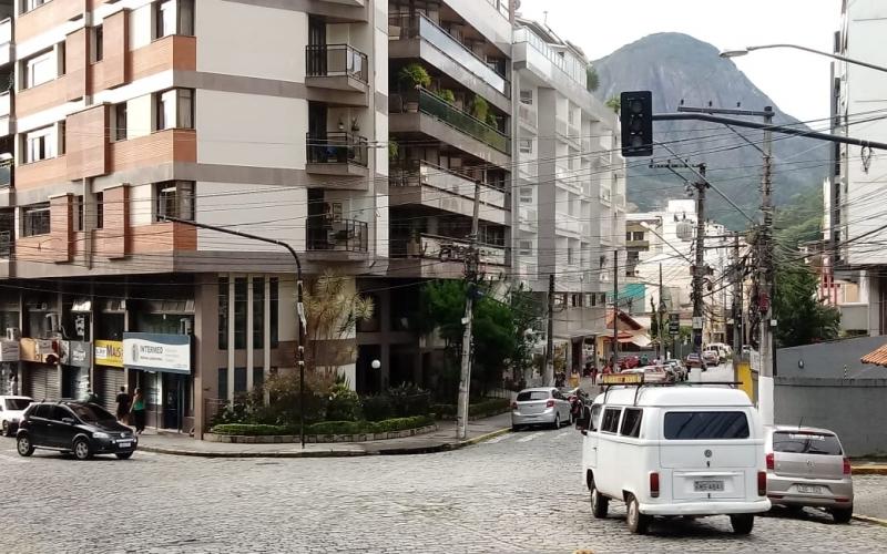 Os sinais já instalados na Monte Líbano com Augusto Spinelli (Fotos: PMNF)