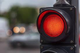 Motorista embriagado fura sinal no Centro e vai parar na delegacia