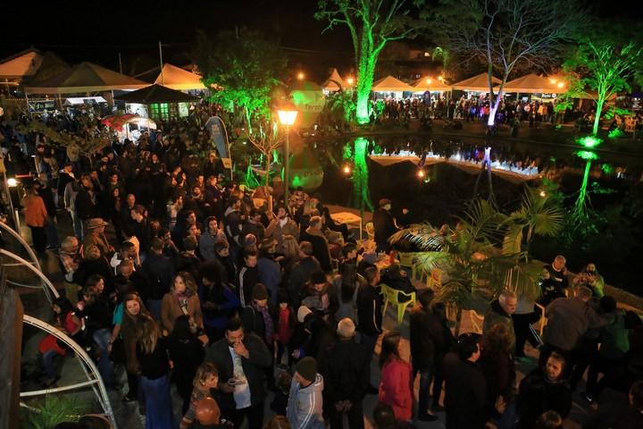 O entorno do Lago de Lumiar lotado no último festival (Divulgação)