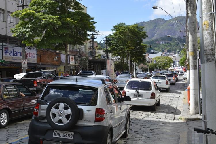 Trânsito em Nova Friburgo (Arquivo AVS/ Henrique Pinheiro)