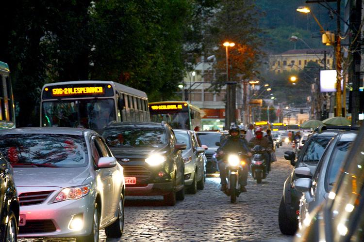 Trânsito de veículos em Friburgo (Arquivo AVS/ Henrique Pinheiro)