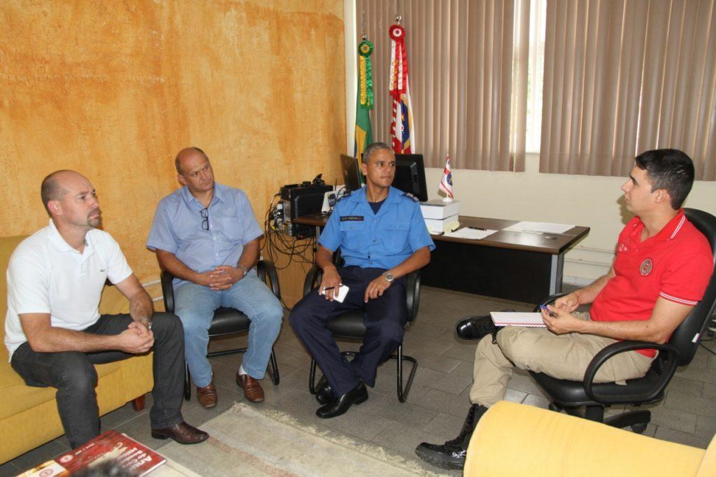 O encontro aconteceu no gabinete do comandante do 6ºGBM, tenente-coronel Alecrim (à direita) - Foto: PMNF