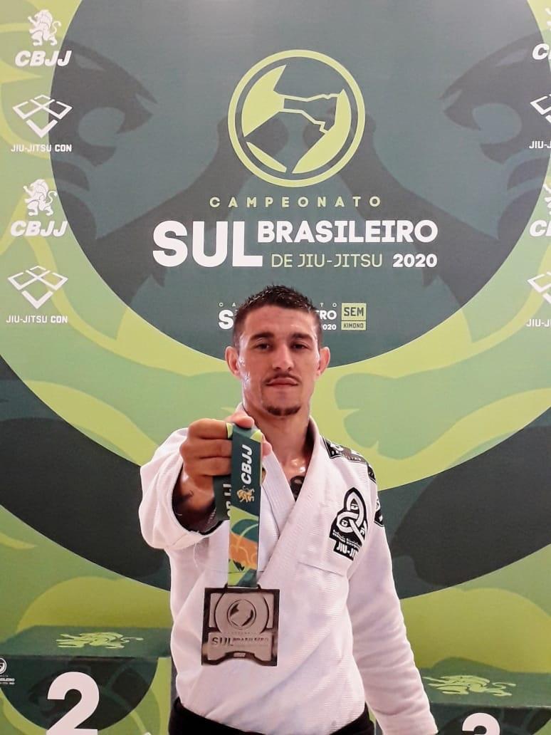 Lutador friburguense conquista duas medalhas no Sul-Brasileiro de jiu-jítsu