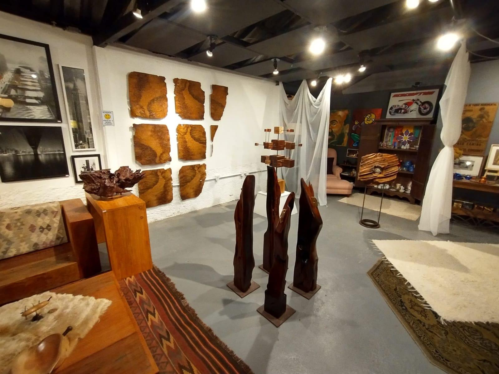As obras de Mario Moreira em exposição no Galpão de Mury (Acervo pessoal)