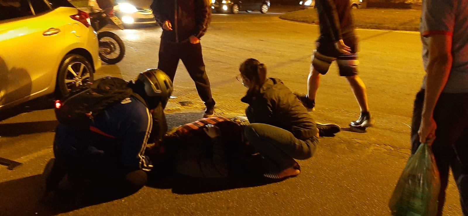 O atendimento a uma das vítimas (Fotos de leitores)
