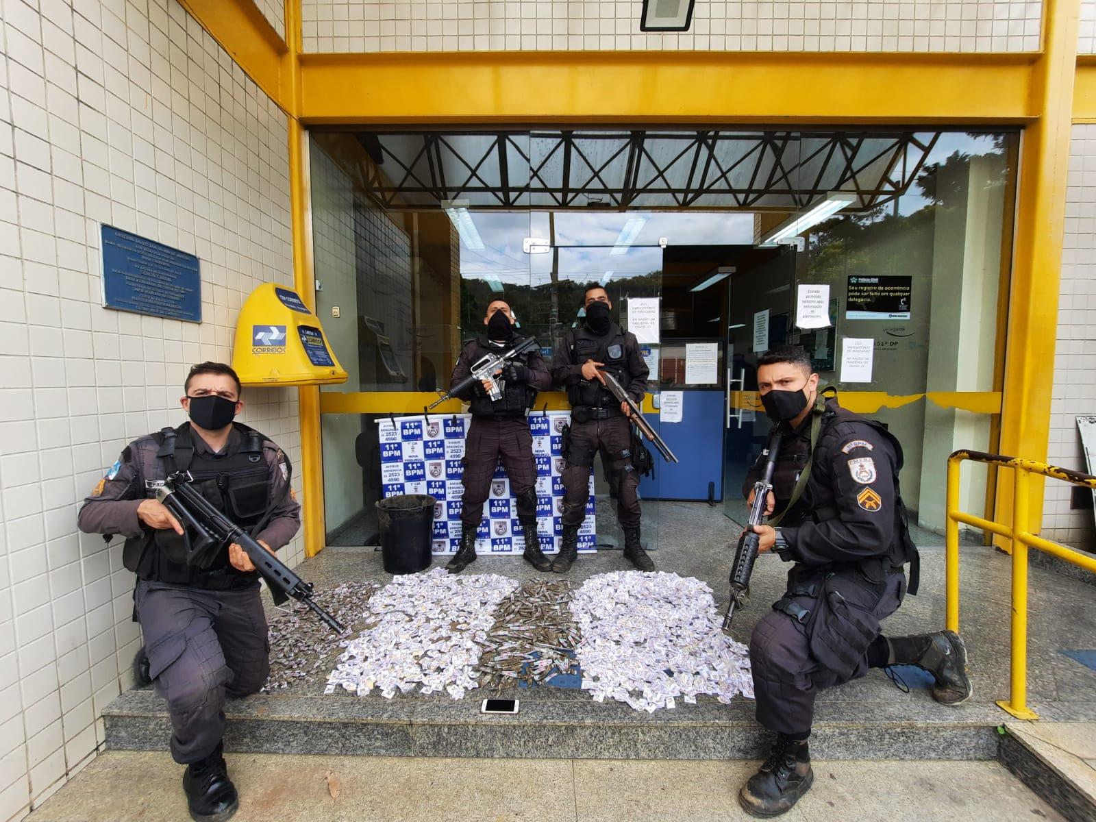 A droga apreendida em Bom Jardim (Foto: 11 BPM)