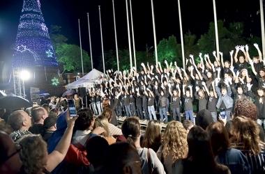 Os suíços dançaram danças típicas durante o desfile