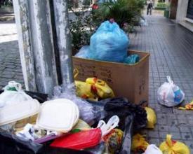 Lixo na calçada