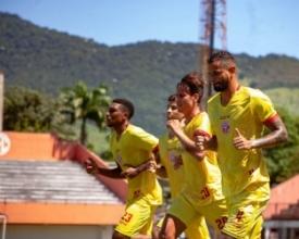Naylhor, Paulo Vitor, Lipe e Matheus Giuliano durante treino no Giulite Coutinho