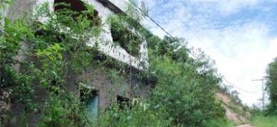 Casas ainda sem previsão para demolição na Vilage