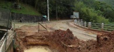 Desmatamento e falta de segurança trazem transtornos à Ponte da Saudade