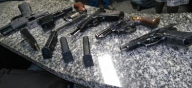 Armas apreendidas com a quadrilha (Foto: 11º BPM)